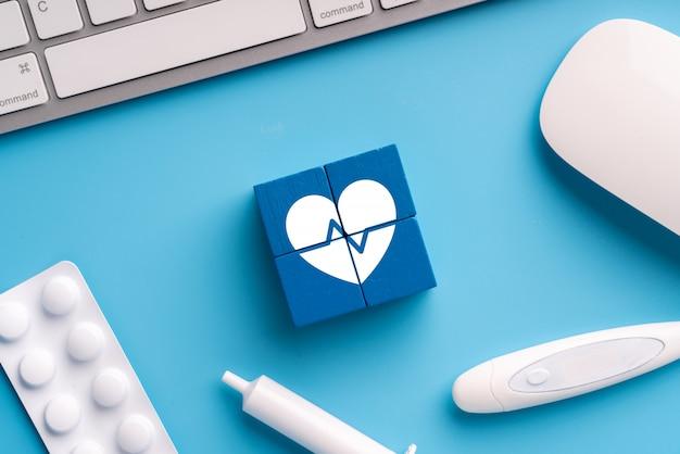 Medisch pictogram op puzzel voor wereldwijde gezondheidszorg