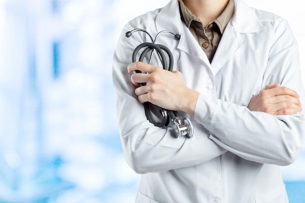 Medische blauwe achtergrond arts met een stethoscoop