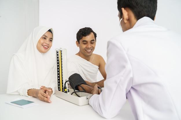 Medische controle door moslims vóór hadj of umrah