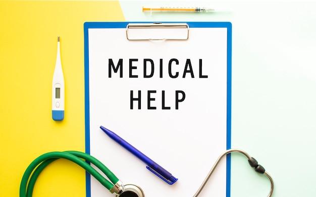 Medische hulp-tekst op een briefhoofd in een medische map