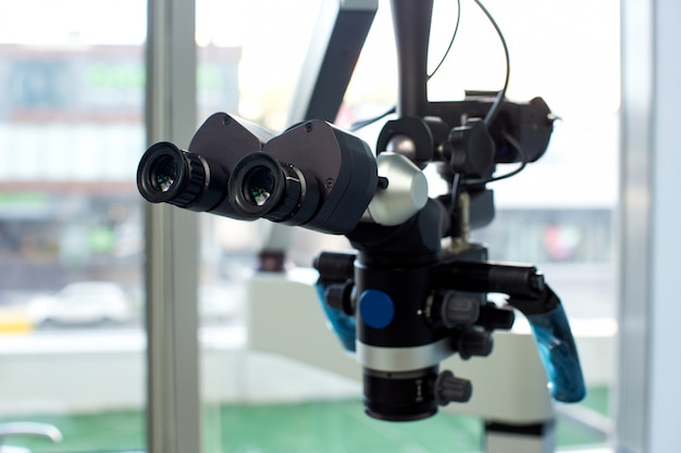 Medische oculairs in tandheelkundige kast