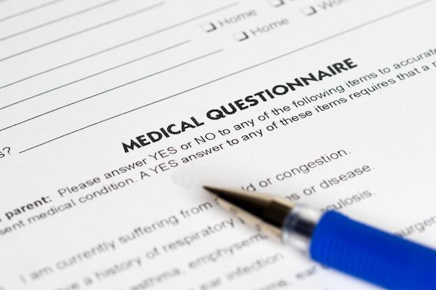 Medische vragen met blauwe pen