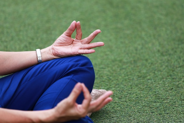 Meditatie met een zen-symbool