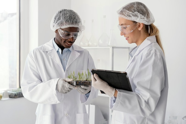 Medium geschoten onderzoekers in laboratorium