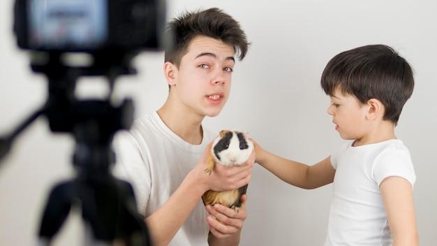 Medium shot bloggers met hamster