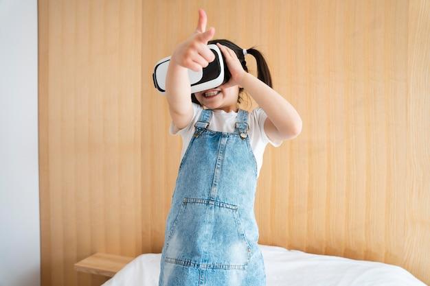 Medium shot meisje met vr-bril