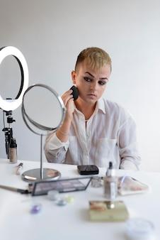 Medium shot transgender met make-up