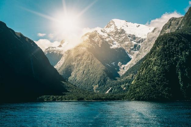 Meer en berglandschap in nieuw-zeeland