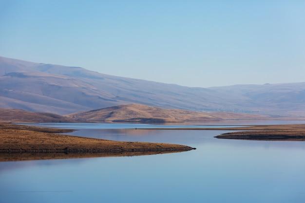 Meer in turkije. prachtige bergen landschappen.