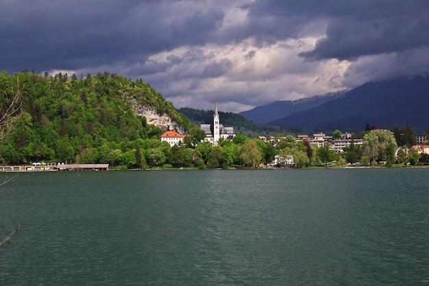 Meer van bled in de alpen van slovenië