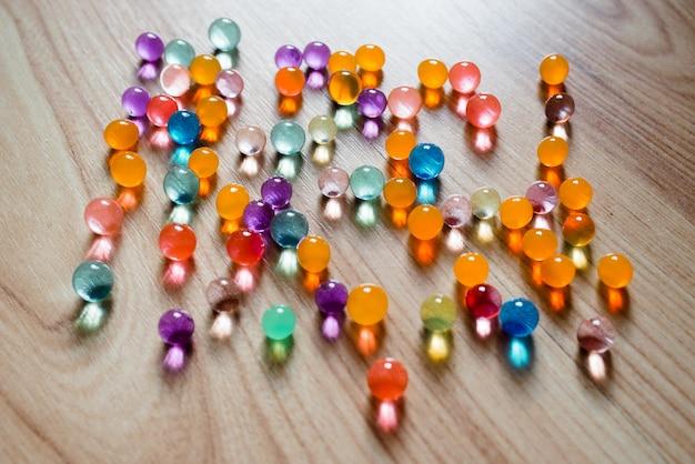 Meerkleurige glazen bollen