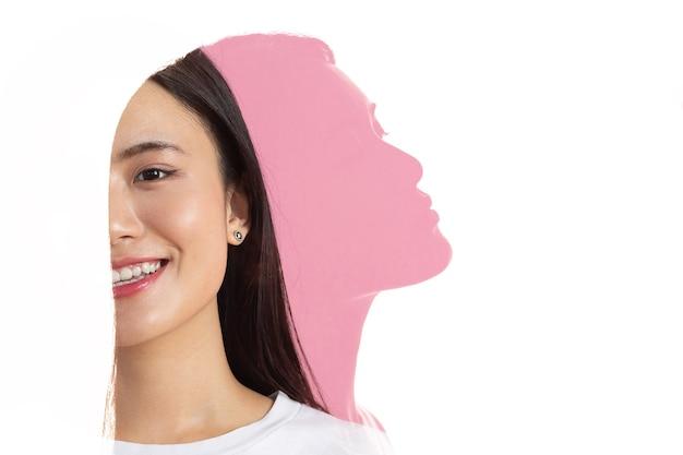 Meervoudig blootstellingsportret van aziatische vrouw met positieve glimlach en ernstige droevige gezichtsuitdrukking. geestelijke gezondheid, depressie en emoties concept.