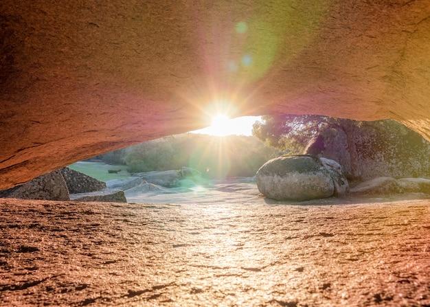 Megalieten van beglik tash - natuurlijke rotsformatie, prehistorisch rotsheiligdom in bulgarije