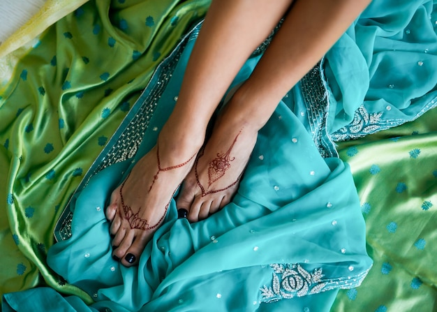 Mehndi op indiase vrouwenvoeten
