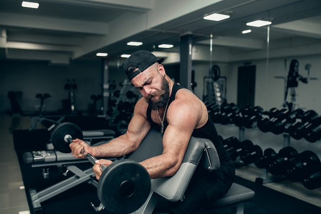 Meisje apparatuur bodybuilding wellness persoon