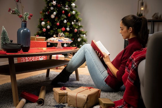 Meisje dat een boek leest