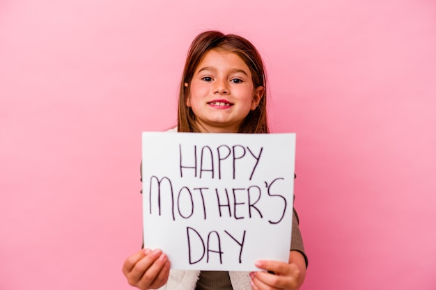 Meisje dat een plakkaat met een gelukkige moederdag houdt