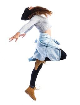 Meisje dat in hiphopstijl springt