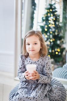 Meisje dat op nieuw jaar wacht