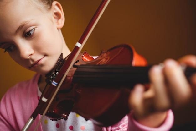 Meisje dat viool speelt