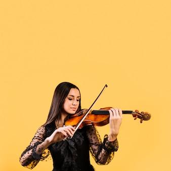 Meisje die de viool spelen