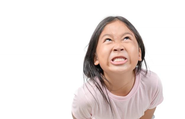 Meisje die makend een brutaal gezichtsconcept genieten van