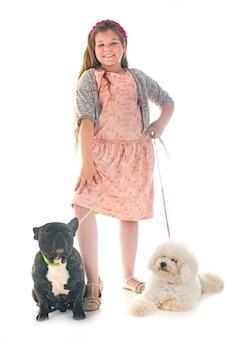 Meisje en kleine honden