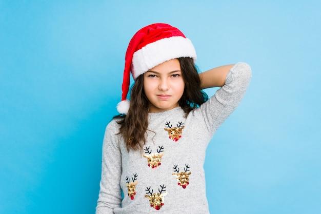 Meisje het vieren kerstmisdag die aan nekpijn lijden vanwege een zittende levensstijl.