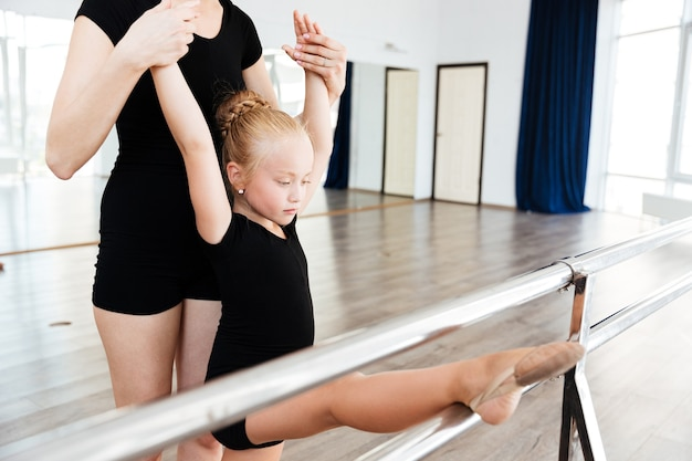 Meisje in balletstudio