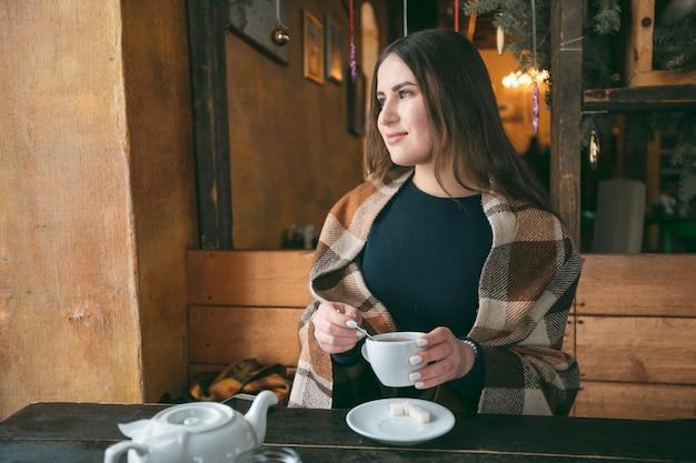 Meisje in cafe
