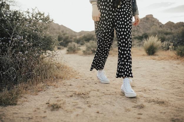 Meisje in de californische woestijn