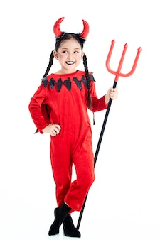 Meisje in een halloween-kostuumduivel