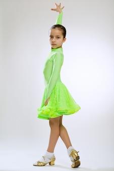 Meisje in een jurk voor stijldansen