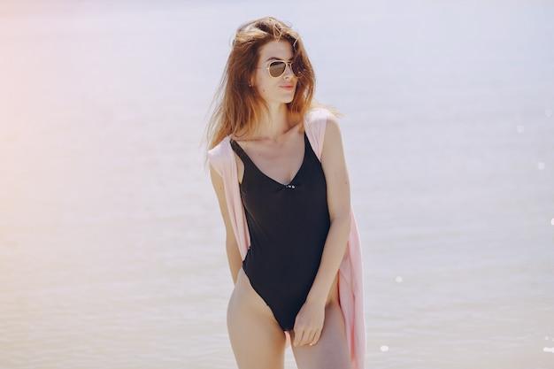 Meisje in een strand