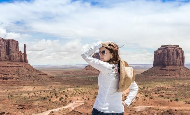 Meisje in monumentenvallei