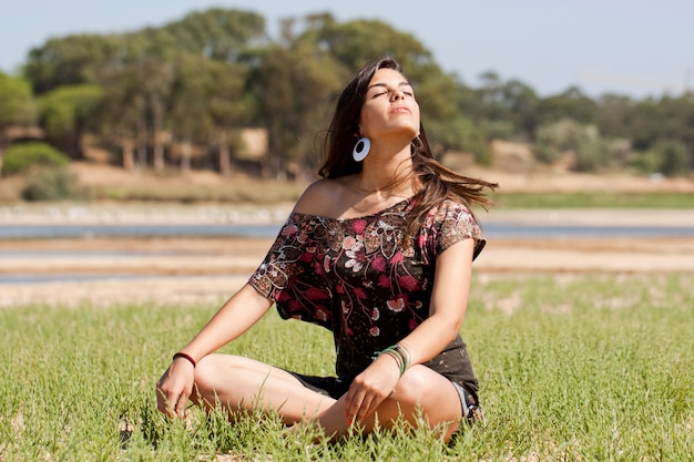 Meisje mediteert