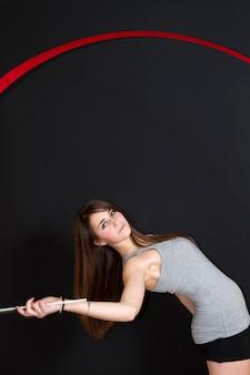 Meisje met artistiek gymnastiek-lint