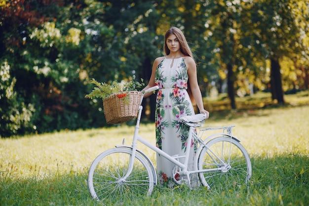 Meisje met een fiets