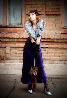 Meisje met een paraplu. retro-styling