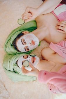 Meisje met gezichtsmasker