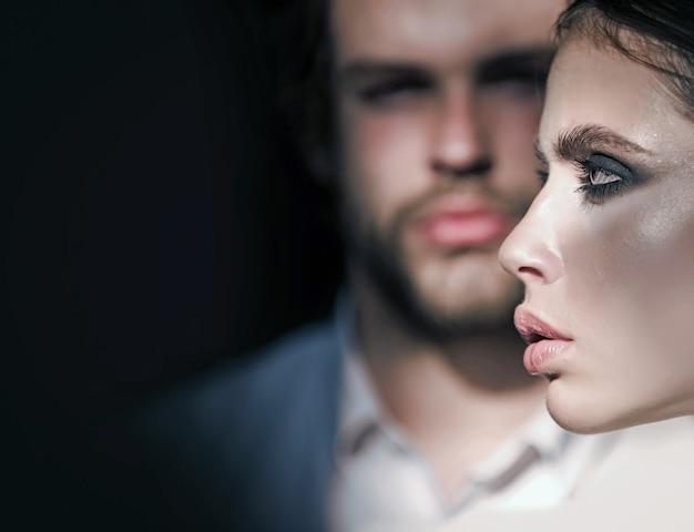 Meisje met make-up oogschaduw blush foundation