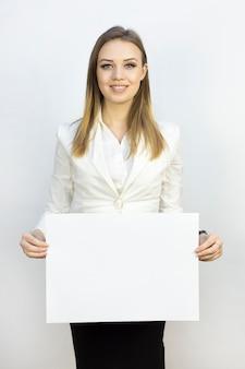 Meisje met vel papier a3