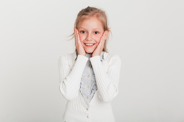 Meisje met verbaasde uitdrukking