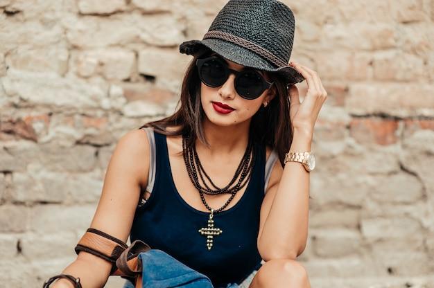 Meisje met zwarte hoed