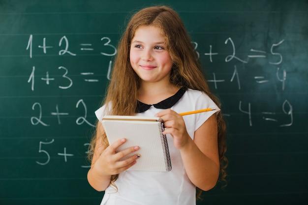 Meisje student met notitieblok
