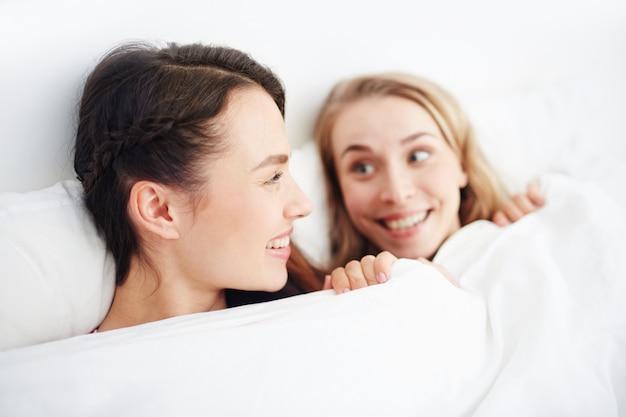 Meisjes in bed
