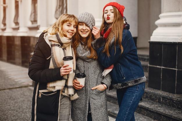 Meisjes in een stad