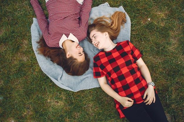 Meisjes in het park