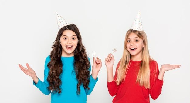 Meisjes klaar voor verjaardagsfeestje