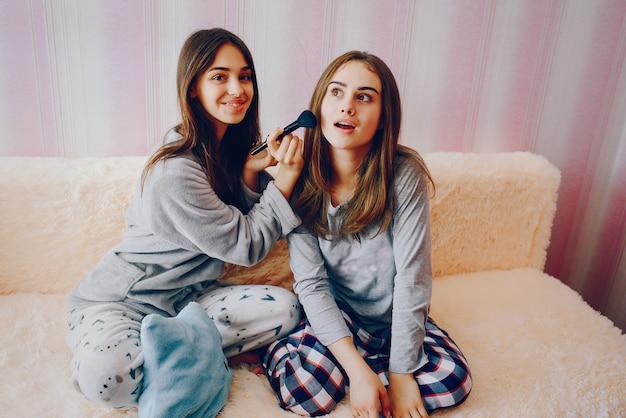 Meisjes met cosmetica